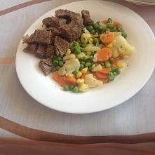 Moj dzisiejszy obiadek : Wołowinka gotowana na parze plus warzywka . Pychotka!