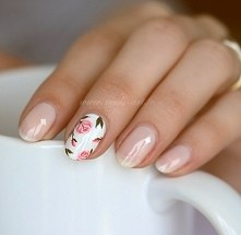 Kwiatuszki na paznokciach ;D