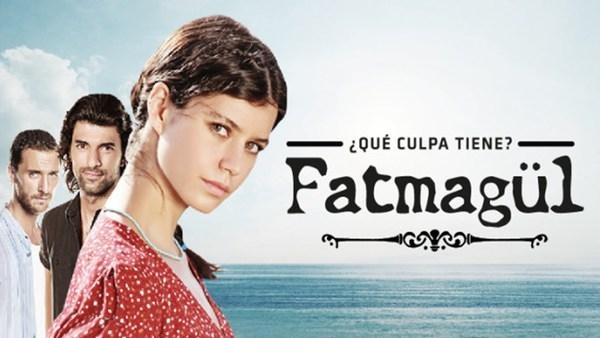 """""""Grzech Fatmagül """"  Młoda i piękna Fatmagül mieszka z bratem i bratową w Cesme, nadmorskiej miejscowości w zachodniej Turcji. Wkrótce ma się odbyć jej ślub z Mustafą, miejscowym rybakiem, którego kocha od dziecka. Niestety, tragiczne wydarzenie krzyżuje te plany i odmienia na zawsze jej życie. Pewnego dnia Fatmagül zostaje brutalnie zgwałcona przez czterech młodych mężczyzn odurzonych alkoholem i narkotykami. W oczach miejscowej społeczności staje się pohańbiona..."""