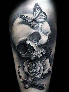 tatuaże 3d czaszka i róża