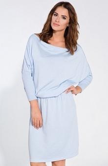 FIMFI I126 sukienka niebieska Wygodna sukienka, wykonana z miękkiej swetrkowej dzianiny, dekolt swobodnie opada na ramiona, góra typu nietoperz