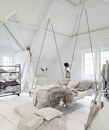 podwieszane łóżko