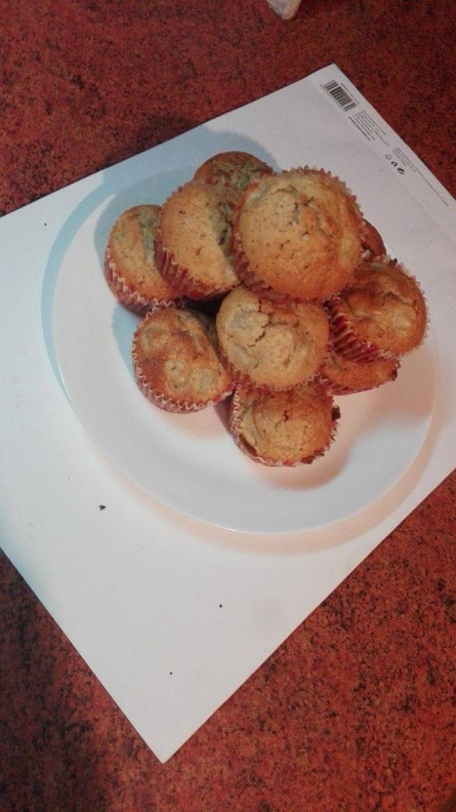 Właśnie założyłam bloga z przepisami na świetne desery, nie  wszystkie są dietetyczne, ale postaram się dodawać tam takowych jak najwięcej ;) mogłybyście napisać mi co o nim sądzicie?