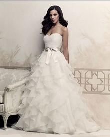 Suknia slubna z falbanami