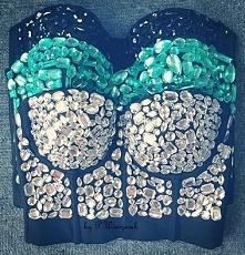 Gorsety z ręcznie naszywanymi kamieniami akrylowymi :) kamienie można naszyć na każda dowolną rzecz :) Mają różne kształty i kolory...