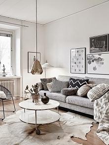 Białe ściany zawsze robią wrażenie :), okrągły stolik jest na pierwszym miejs...