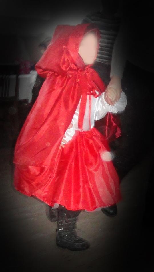 03c27dc0 własnoręcznie szyty strój Czerwonego Kapturka, spódnica na tiulu na ...