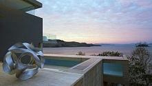 Nowoczesny design, luksusowa willa, willa z widokiem, przeszklony basen, nowoczesny basen, luksusowa rezydencja wieczorową porą, willa w Australii - zapraszam do wpisu i luksuso...