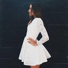 Koronkowa sukienka z długim...