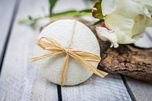 pierredeplaisir.com   INNOWACJA W PIELĘGNACJI CIAŁA  Peelingujące kamienie mydlane do całego ciała, 100% naturalne, RĘCZNIE wytwarzane z czystej gliny, nasączone mydłem nawilżaj...