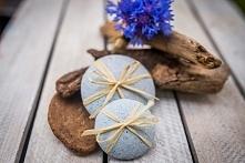 pierredeplaisir.com  INNOWACJA W PIELĘGANCJI SKÓRY CAŁEGO CIAŁA  Peelingujące kamienie mydlane Pierre de Plaisir, 100% naturalne, nasączone mydłem dzięki czemu wydzielają pianę....