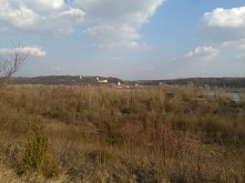Widok na Kazimierz Dolny z drugiej strony Wisły.