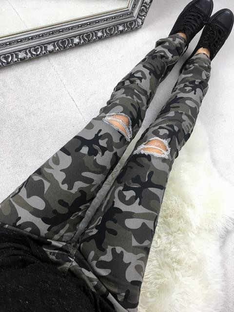 883f17b9 Spodnie z dziurami. Idealne do swetrów i bluz. Jeansy w kolorze.. na ...