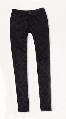 Sprzedam NOWE żakardowe spodnie (z metką) - kolor czarny  Na metce L/XL, niestety numeracja zawyżona i są one idealne na osobe noszącą S/M.  Materiał uciąga się max. 1cm wymiary...