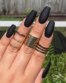 Czarny Manicure w 17 Odsłon...