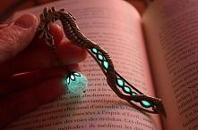 świecąca zakładka do książki