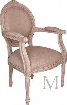 Obszerny fotel z tapicerowa...