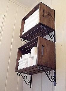 Półki do łazienki. Podpórki pod skrzynki jak widać są kupione, są to wieszaki...