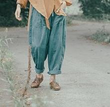 Luźne spodnie typu baggy. Klik w zdjęcie.