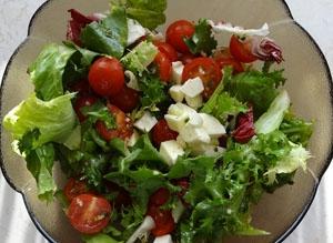 Sałatka Z Fetą I Pomidorami Przepis Na Kuchenne Inspiracjecom Na