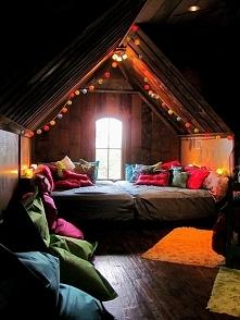 Magiczne wnętrze poddasza i sypialnia na poddaszu - zobacz jak urządzić takie miejsce! Zapraszam do wpisu na blogu Pani Dyrektor!