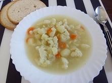 Obiad - delikatna kalafiorowa zabielona  jogurtem naturalnym :P