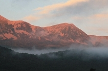 Różowa góry i mgła nad lasem ♥