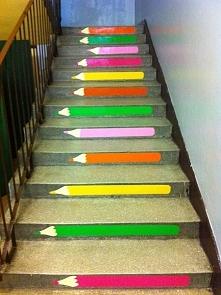 kolejny fajny pomysł na schody w szkole