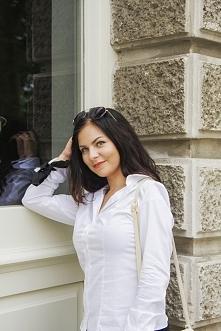 Biała koszula do pracy i szkoły