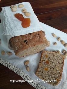 Domowy chleb orkiszowy z pistacjami i suszonymi morelami myownpleasures.blogspot.com