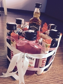 Tort dziewietnastkowy dla przyjaciółki zainspirowany innym tortem z zszywki ❤...