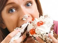 Jak przestać się objadać?  Mam z tym problem od zawsze. Nie wiem w jaki sposób to ograniczyć. Prawie codziennie mi się to zdarza. Chcę schudnąć (nie jestem gruba, ale szczupła t...