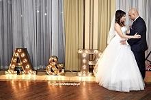 Świecące inicjały litery na ślub