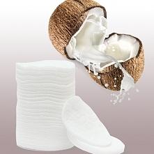 Oczyszczanie twarzy przy użyciu oleju kokosowego może nie brzmi najlepiej, gdy masz trądzik i zaskórniki, ale, o dziwo jego niewielka ilość nie tylko usunie makijaż, ale także s...