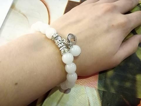 Bransoletka biała koraliki charms- 11,99zł