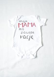 """Ręcznie malowane body niemowlęce z napisem """"moja mama ma zawsze rację""""."""