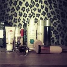 sprzedam zestaw kosmetyków. wiecej informacji na vinted :) link w kom ;p