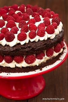 Tort czekoladowy z malinami...