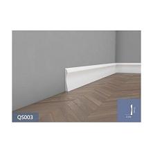 Biała listwa przypodłogowa QS003 Mardom, to nowoczesna sztukateria, zaprojektowana aby dopełniać aranżację wnętrza. Jej prosty wzór idealnie pasuje do każdego rodzaju wnętrza.  ...
