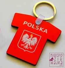 Breloczek dla kibica  Zamiast napisu POLSKA możemy nadrukować np Imię , po zakupie wystarczy w zamówieniu zamieścić taką informację.