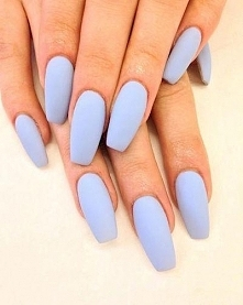Błękitne paznokcie - elegan...