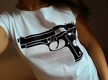 Koszulki z pistoletem, dostępna pod linkami w komentarzu ;) Rozmiary od S do XL