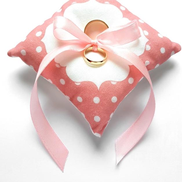 Poduszka na obrączki ślubne w kropeczki