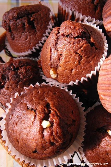 Moja rodzina uwielbia jak szykuję dla nich słodkie wypieki. Zwłąszcza muffinki czekoladowe. Przepis czasem modyfikuję, w zaleznosci od upodobań:)