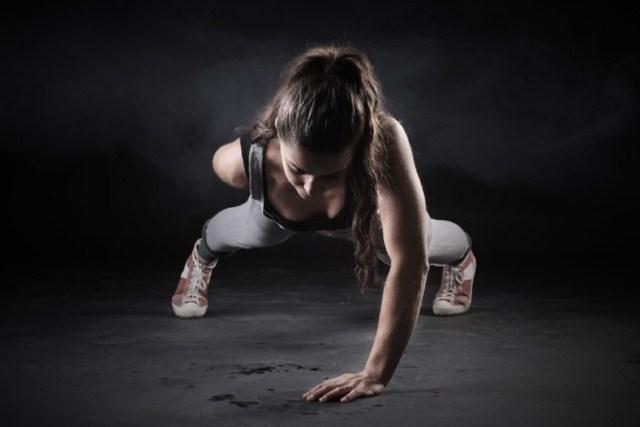 Dzień 10 z 70 wyzwanie Mel B Dzisiaj trening dość przyjemny, oczywiście znów miałam problemy z treningiem nóg. Dzisiejsze ćwiczenia: - Rozgrzewka z Mel B - Trening nóg z Mel B- trudności sprawiają mi przysiady 3 pierwsze ćwiczenia. Musze robić przerwy pomiędzy nimi. - Trening klatki piersiowej z Mel B - Trening całego ciała z Mel B - Ćwiczenia rozciągające z Mel B  Dzisiejszy trening uważam za udany :)