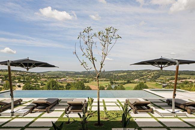 Nowoczesny dom to dom z basenem - zobacz jak zaprojektować, jak urządzić nowoczesny taras z basenem i pięknym widokiem i zainspiruj się! A to wszystko w kolejnym wpisie z serii 'Wille marzeń' na blogu Pani Dyrektor - zapraszam!