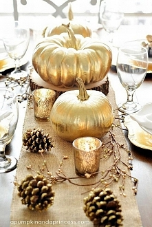 Złote dynie jako dekoracja ...