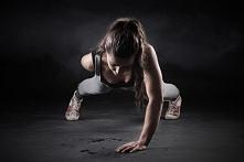 Dzień 10 z 70 wyzwanie Mel B Dzisiaj trening dość przyjemny, oczywiście znów miałam problemy z treningiem nóg. Dzisiejsze ćwiczenia: - Rozgrzewka z Mel B - Trening nóg z Mel B- ...