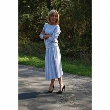 Rozkloszowana spódnica midi KARI wykonana z dzianiny dresowej. Mega kobieca! Polski producent Sisters - oficjalna strona shopsisters.eu