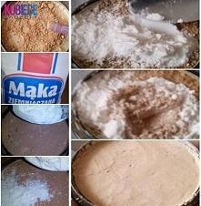Puder prasowany własnej roboty... Domowa wersja... Wystarczy rozgnieść końcówkę starego pudru, wymieszać z łyżeczką mąki ziemniaczanej. Na koniec dodać dwie kropelki wody, wymie...